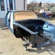 Lakier położony, spód karoserii został zabezpieczony przed korozją. Jaguar XJ12 1984 rok. Silnik 5.3 L. Oznaczenie lakieru: JDM – Cobalt Blue Metalic.